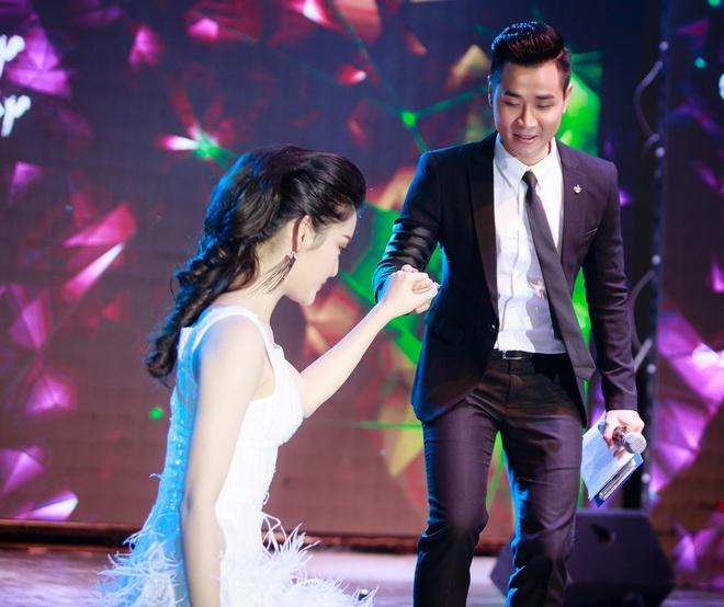 MC Nguyen Khang lich lam ben a hau Huyen My hinh anh 8