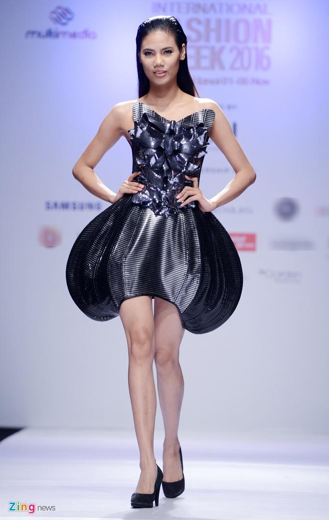 Vietnam International Fashion Week thu dong anh 11
