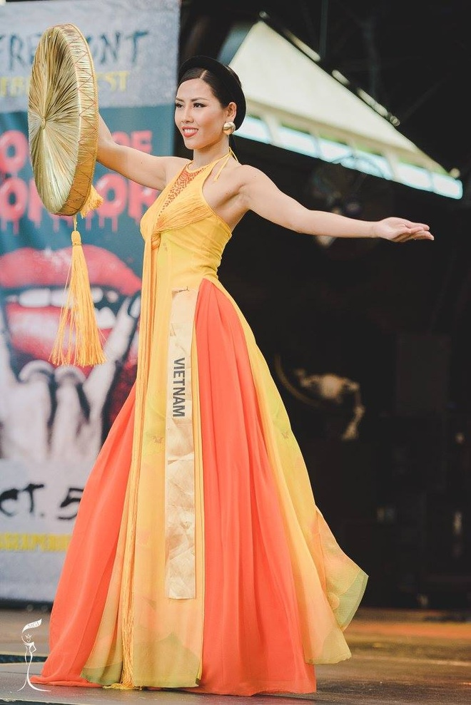 Nguyen Loan trinh dien ao tu than o Miss Grand International hinh anh 1