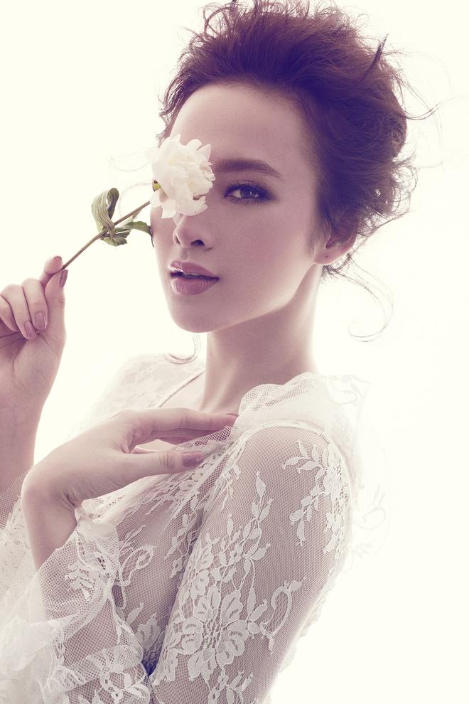 Angela Phuong Trinh quyen ru voi dam ren mong hinh anh 4