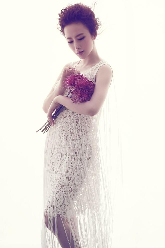 Angela Phuong Trinh quyen ru voi dam ren mong hinh anh 9