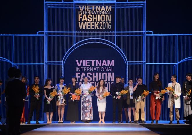Vietnam International Fashion Week thu dong anh 2
