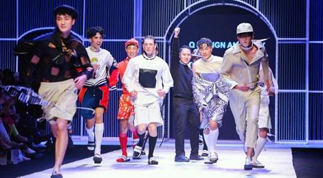 Dem 2 fashion week: Nguoi mau chay tan loan tren san dien hinh anh