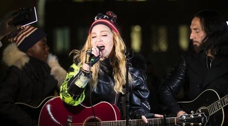 Madonna keu goi khan gia bo phieu cho Hillary Clinton hinh anh