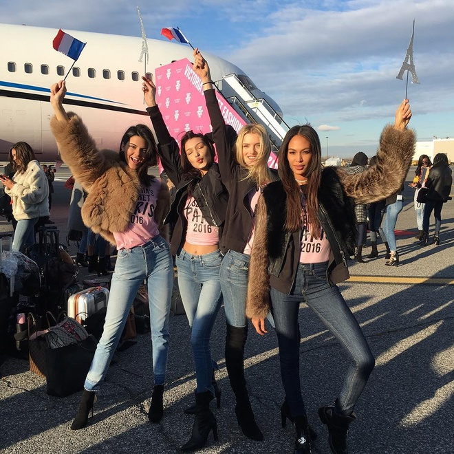 Thien than Victoria's Secret toi Paris bang may bay rieng hinh anh 2