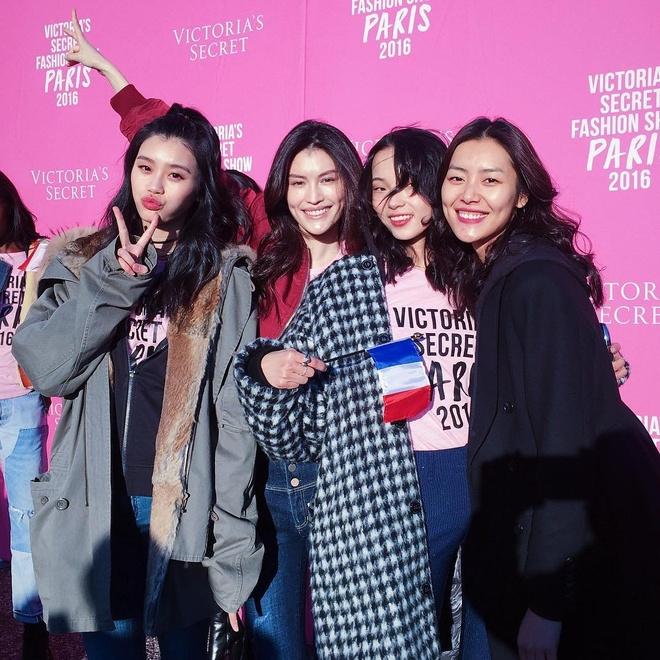 Thien than Victoria's Secret toi Paris bang may bay rieng hinh anh 7