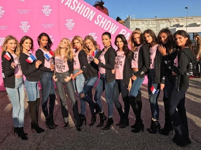 Thien than Victoria's Secret toi Paris bang may bay rieng hinh anh 1