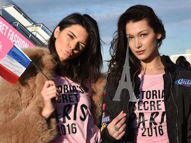 Thien than Victoria's Secret toi Paris bang may bay rieng hinh anh 5