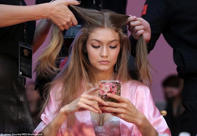 Dan mau mac tre nai o hau truong Victoria's Secret Show 2016 hinh anh 4