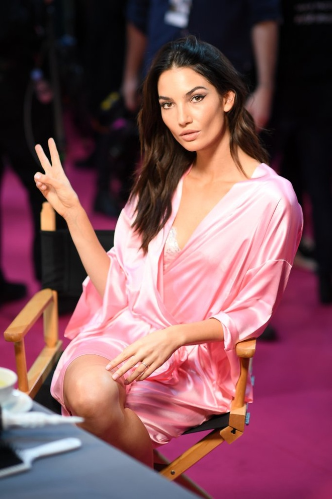 Dan mau mac tre nai o hau truong Victoria's Secret Show 2016 hinh anh 12