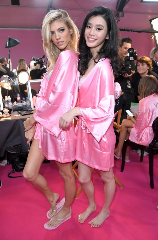 Dan mau mac tre nai o hau truong Victoria's Secret Show 2016 hinh anh 15
