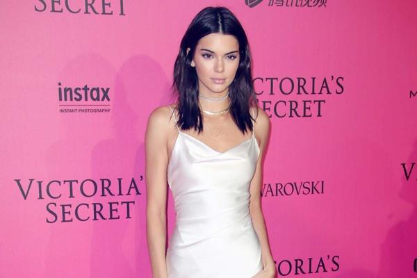 Kendall Jenner dep nhat tuan voi mot vay ngu hinh anh
