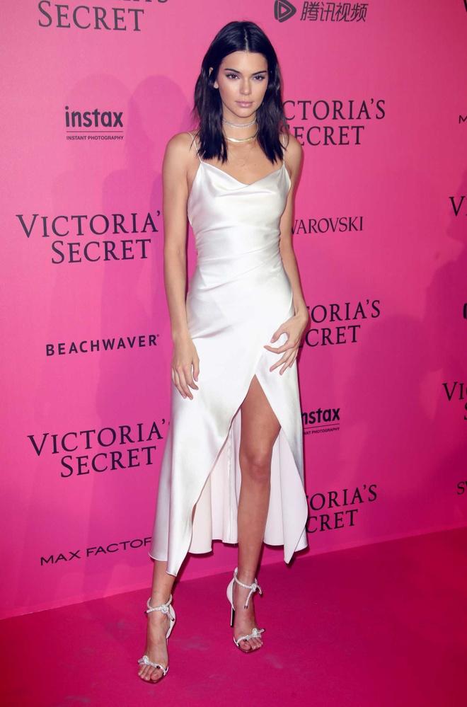 Kendall Jenner dep nhat tuan voi mot vay ngu hinh anh 1