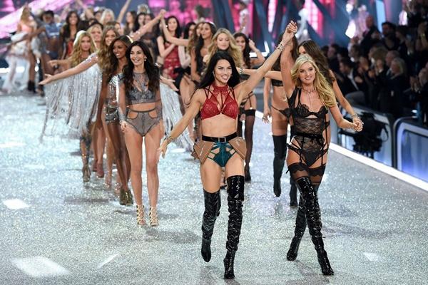 Victoria's Secret Show 2016: Nong bong nhung chua da mat hinh anh