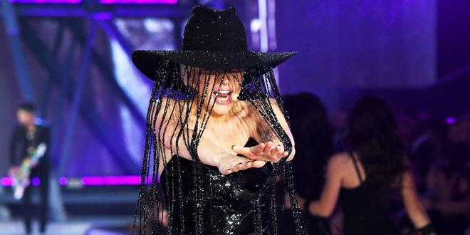 Chiec mu dinh pha le tri gia mot trieu USD cua Lady Gaga hinh anh