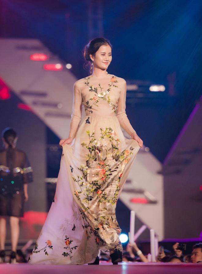 My Tam Hoang Thuy Linh anh 9