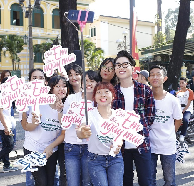 Tran Thanh, An Nguy nhay flashmob tren pho Sai Gon hinh anh 6