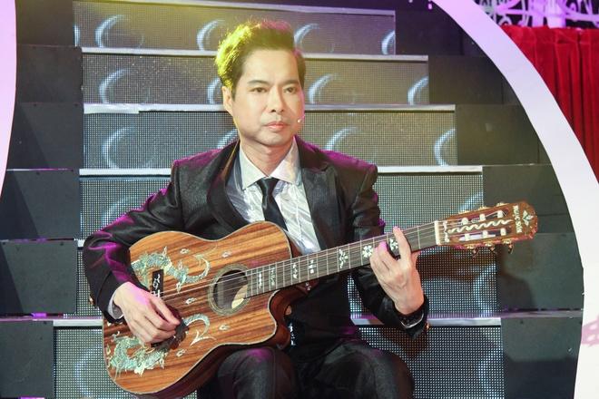 Ngoc Son vua choi guitar vua hat 'Dap vo cay dan' hinh anh 1