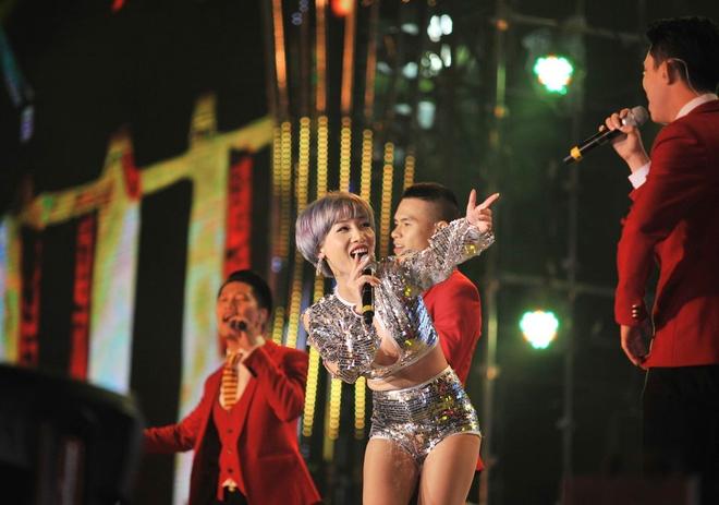 Hoang Thuy Linh, Hoa Minzy khuay dong san khau countdown hinh anh 9