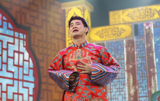 Cong Ly gay cuoi voi trang phuc linh hoat gioi tinh hinh anh 8