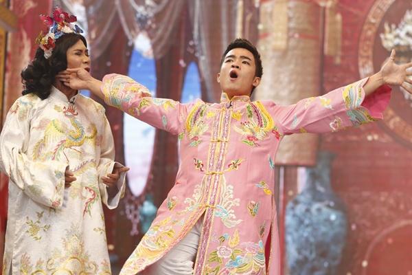 Cong Ly gay cuoi voi trang phuc linh hoat gioi tinh hinh anh 10