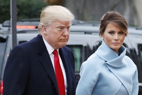 Vi sao Melania Trump kho tro thanh bieu tuong thoi trang? hinh anh