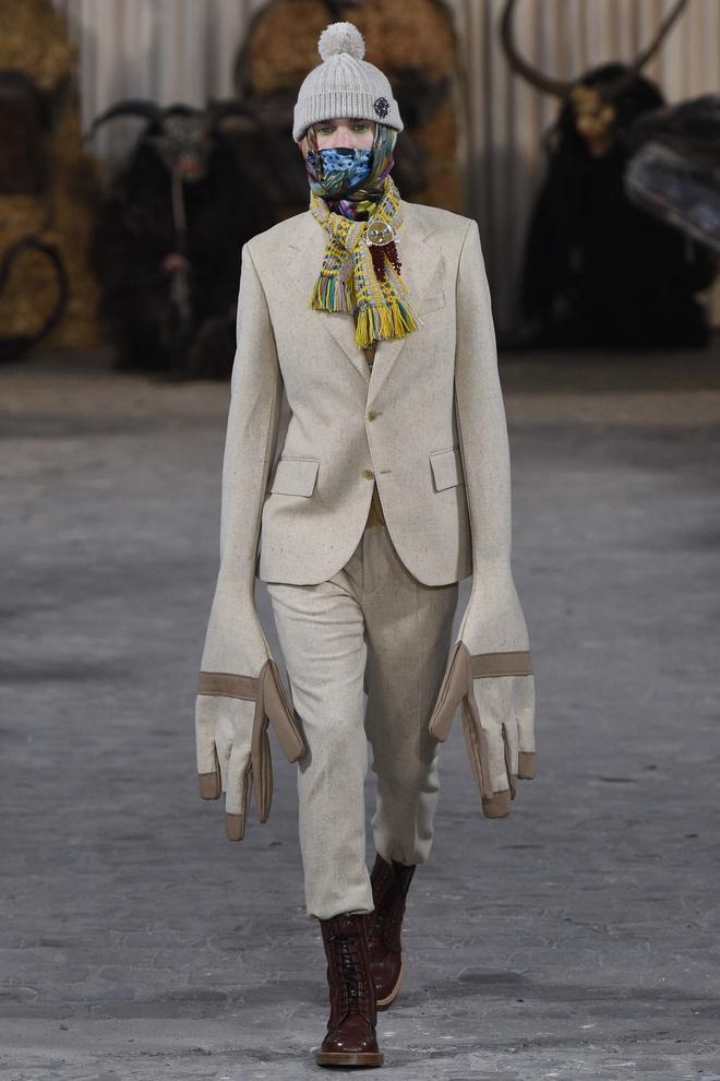 Mot tay ao dai quet dat len ngoi tai Paris Fashion Week hinh anh 7