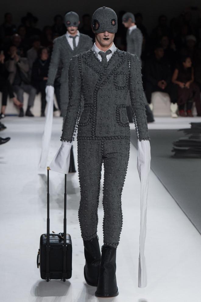 Mot tay ao dai quet dat len ngoi tai Paris Fashion Week hinh anh 4