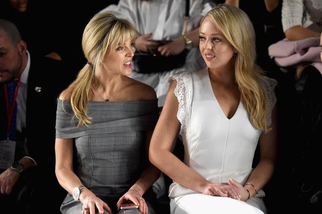 Con gai Donald Trump du New York Fashion Week cung ban trai hinh anh 2