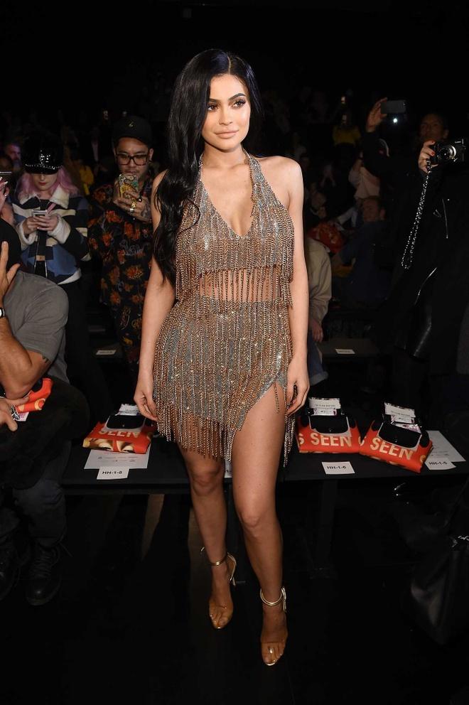 Kylie Jenner dien mot khoe noi y phan cam hinh anh 3