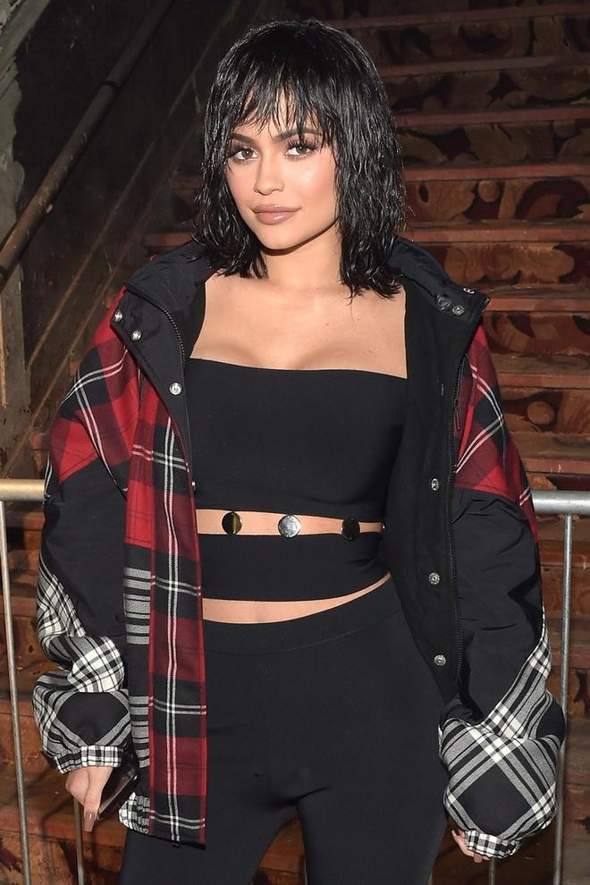 Kylie Jenner dien mot khoe noi y phan cam hinh anh 5
