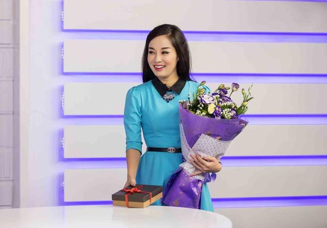 Minh Huong khien dong nghiep boi roi khi tang qua Valentine hinh anh 2