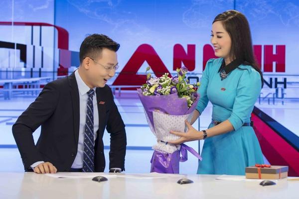 Minh Huong khien dong nghiep boi roi khi tang qua Valentine hinh anh