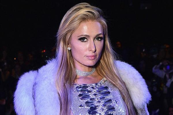 Paris Hilton mac vay xuyen thau di xem thoi trang hinh anh