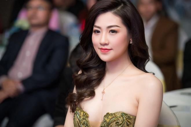 A hau Huyen My mac goi cam, do dang voi Tu Anh hinh anh 5