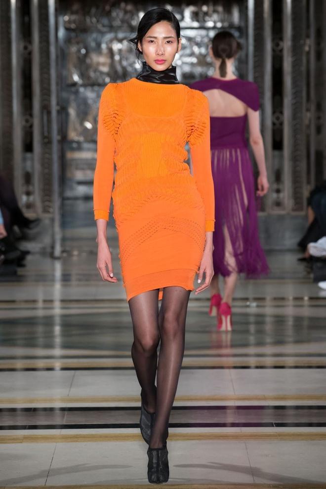 Hai nguoi mau Viet toa sang o ngay dau London Fashion Week hinh anh 1