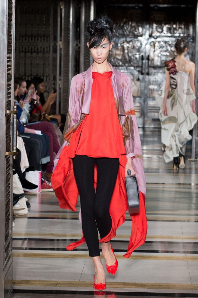 Hai nguoi mau Viet toa sang o ngay dau London Fashion Week hinh anh 6