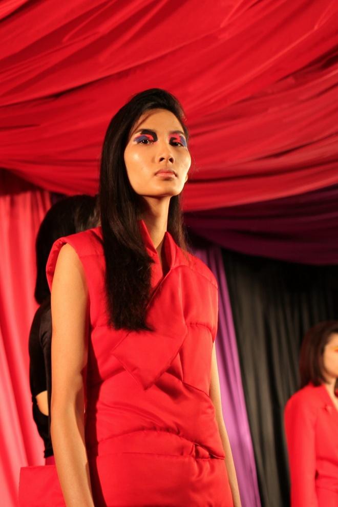 Hai nguoi mau Viet toa sang o ngay dau London Fashion Week hinh anh 5