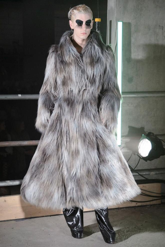 London Fashion Week thu dong 2017 anh 8