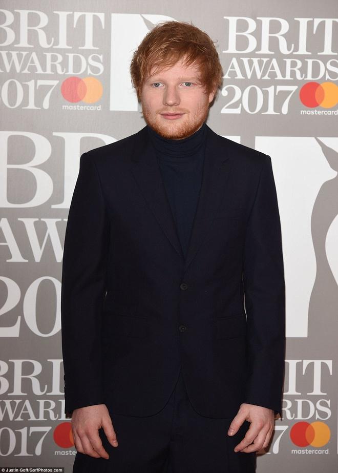 Ca si 9X gap su co vay ao tren tham do Brit Awards 2017 hinh anh 10