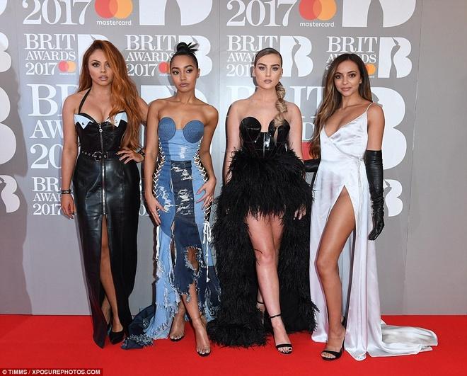 Ca si 9X gap su co vay ao tren tham do Brit Awards 2017 hinh anh 6