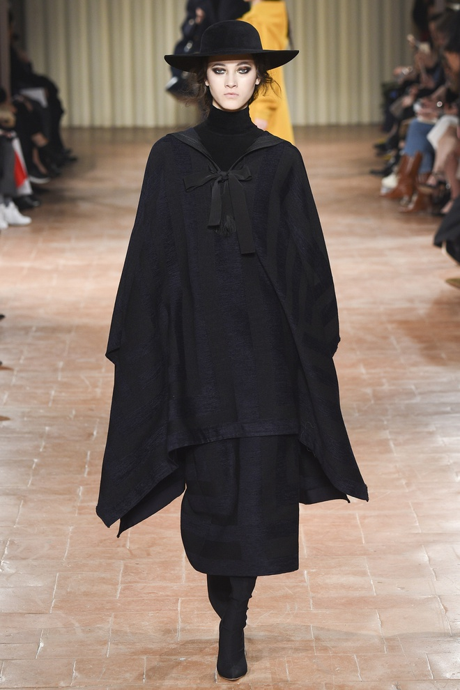 Chi em sieu mau 9X Gigi Hadid do bo Milan Fashion Week hinh anh 11