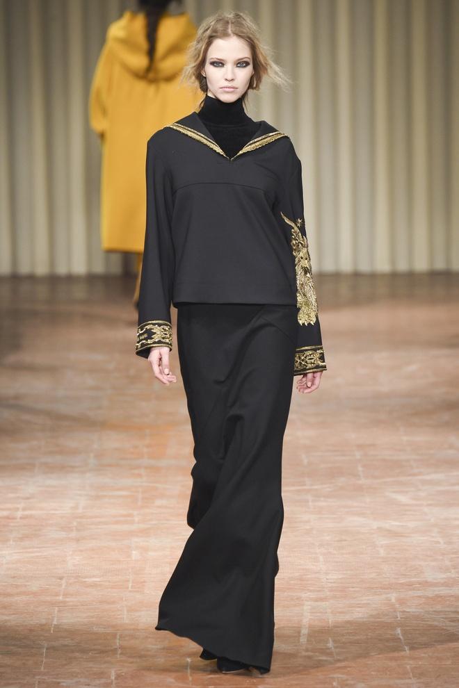 Chi em sieu mau 9X Gigi Hadid do bo Milan Fashion Week hinh anh 12