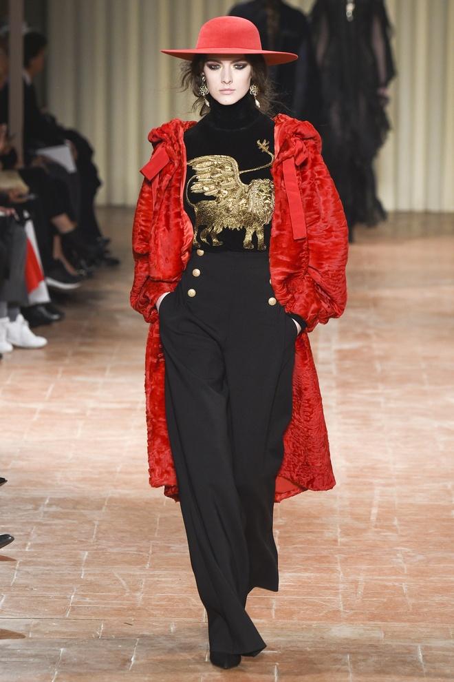 Chi em sieu mau 9X Gigi Hadid do bo Milan Fashion Week hinh anh 10