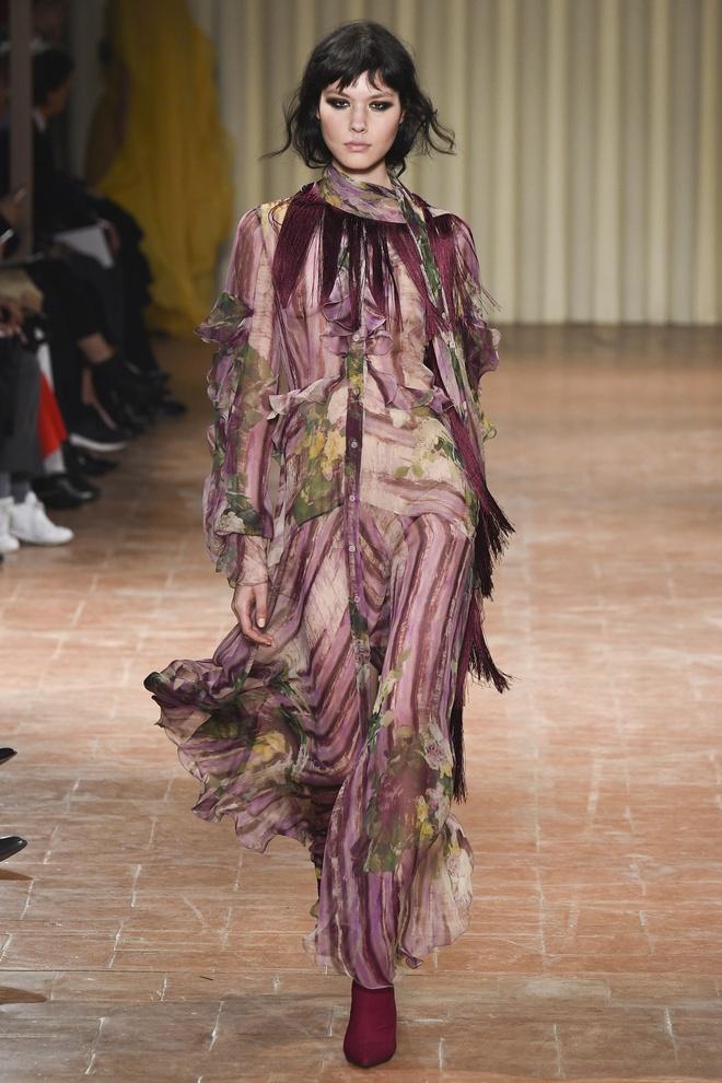 Chi em sieu mau 9X Gigi Hadid do bo Milan Fashion Week hinh anh 6