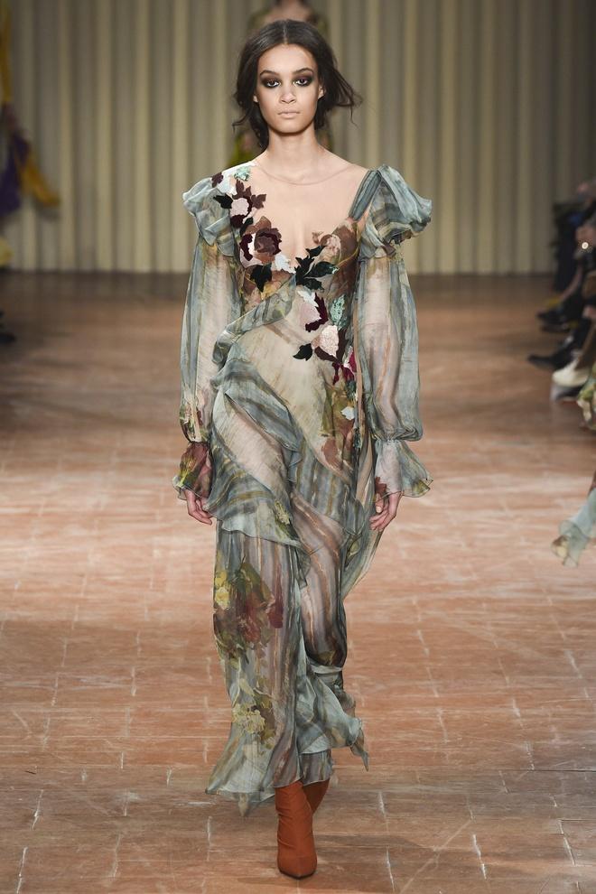 Chi em sieu mau 9X Gigi Hadid do bo Milan Fashion Week hinh anh 8