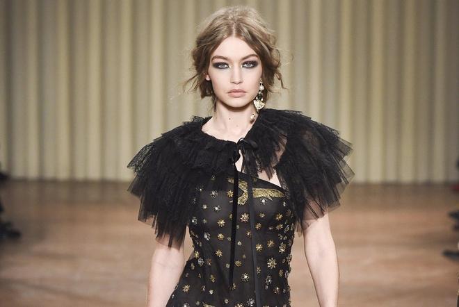 Chi em sieu mau 9X Gigi Hadid do bo Milan Fashion Week hinh anh