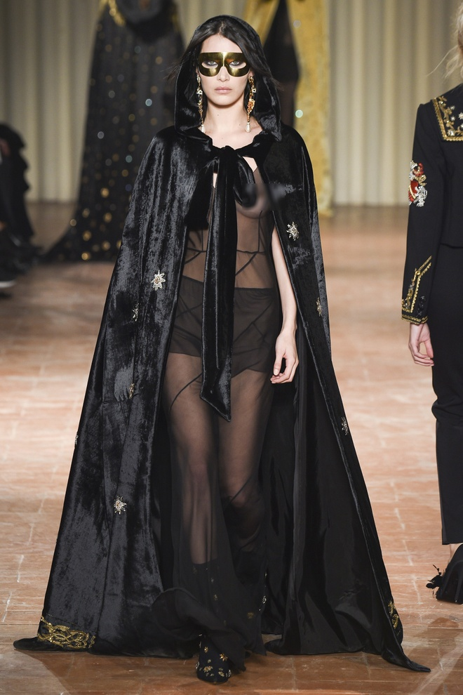 Chi em sieu mau 9X Gigi Hadid do bo Milan Fashion Week hinh anh 4