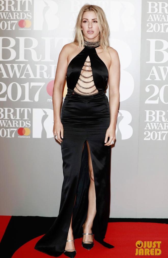Ca si 9X gap su co vay ao tren tham do Brit Awards 2017 hinh anh 5