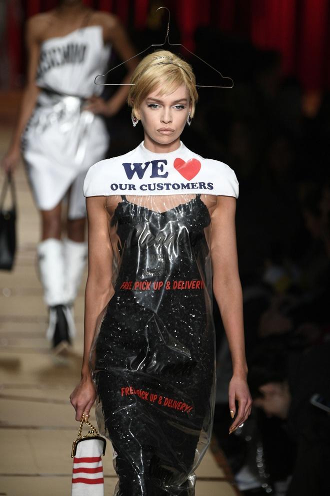 Nguoi mau mac rac thai trinh dien o Milan Fashion Week hinh anh 3